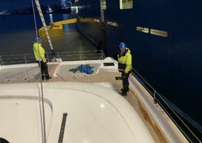 Convoyage bateau - Transport bateau par cargo Préparation passage des sangles