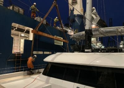 Levage transport catamaran Sunreef - Passage des sangles