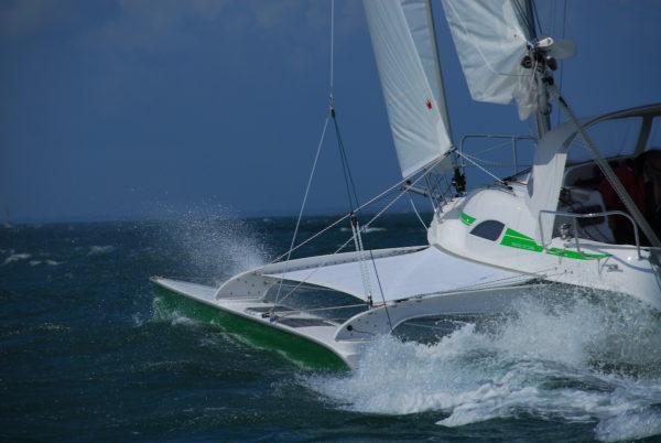 formation skipper catamaran trimaran Dragonfly Sunreef